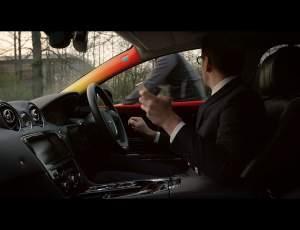 Jaguar vás upozorní na cyklistu poklepaním na rameno